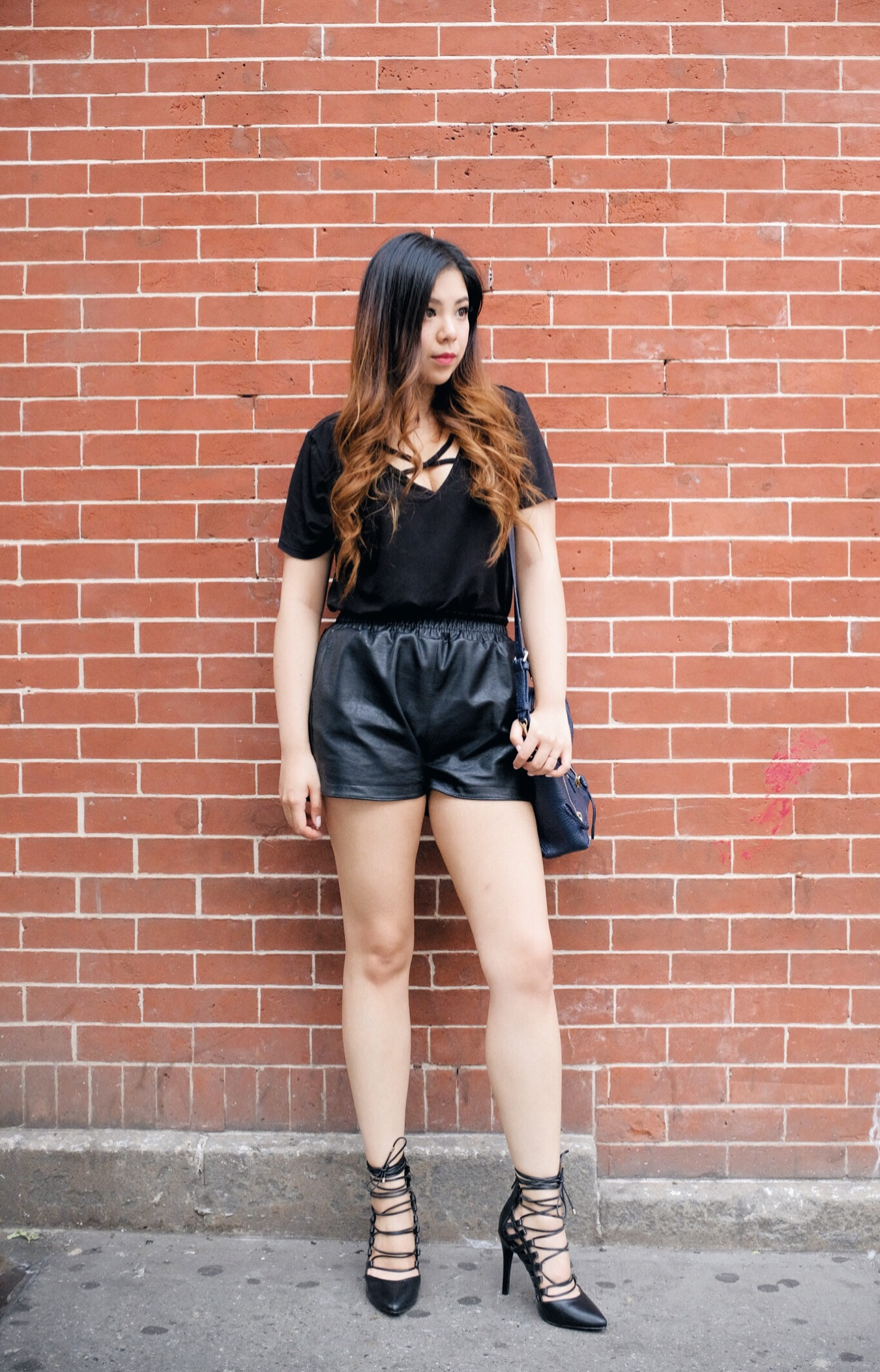 brick wall fashion blogger